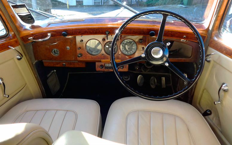 Bentley Mark VI dashboard